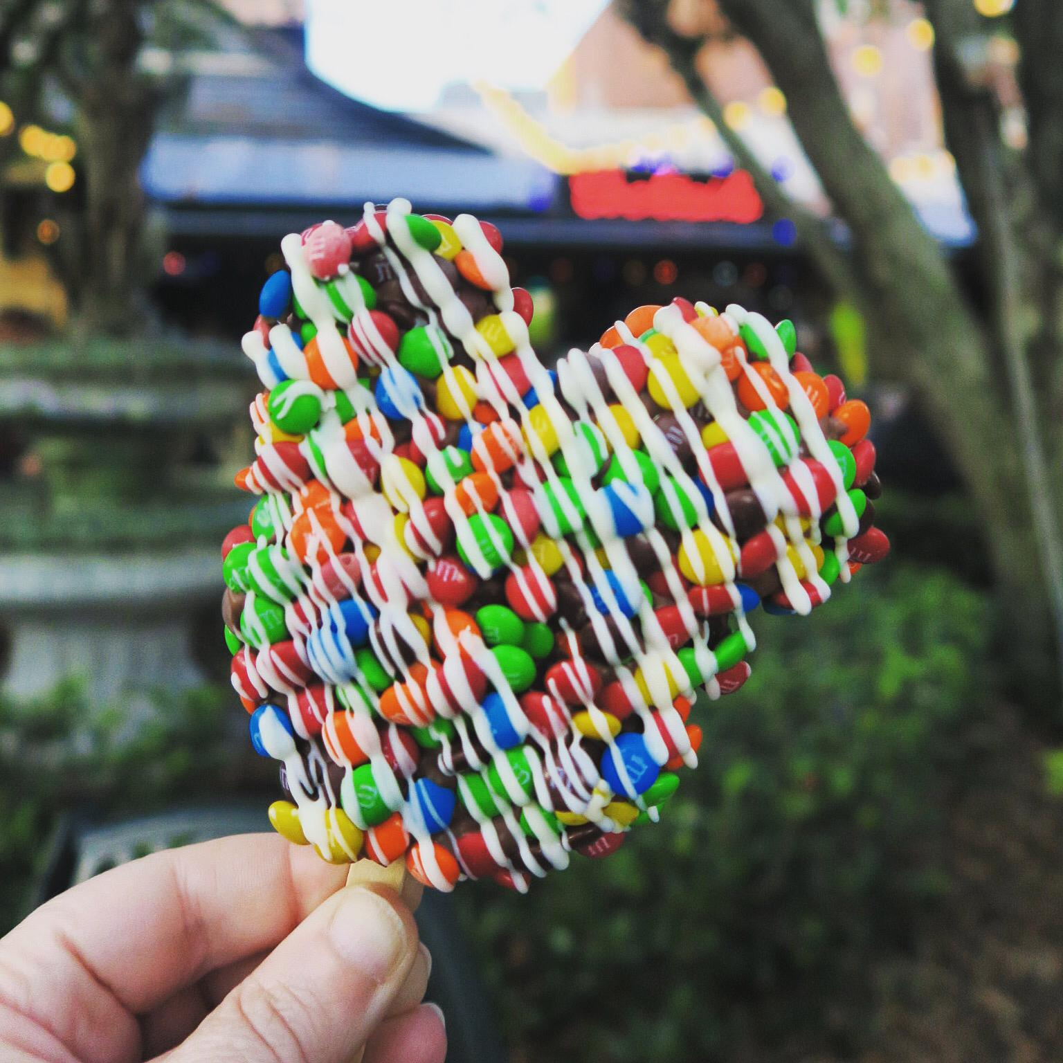 10 Classic Walt Disney World Snacks!